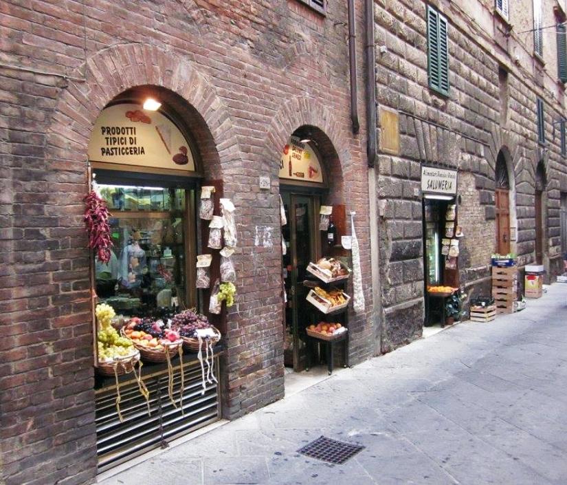 Siena_Street3